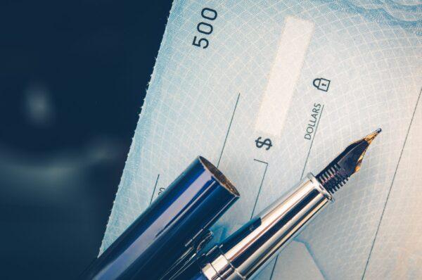 características e diferenças de cheques, duplicatas e notas promissórias.
